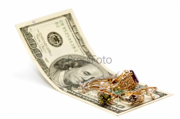 Золотые украшения и доллары
