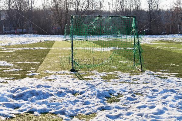 Футбольное поле в мертвый сезон