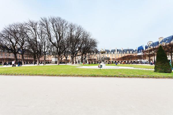 Фотография на тему Площадь Вогезов в Париже