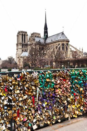 Фотография на тему Мост Архиепархии в замками влюбленных в Париже