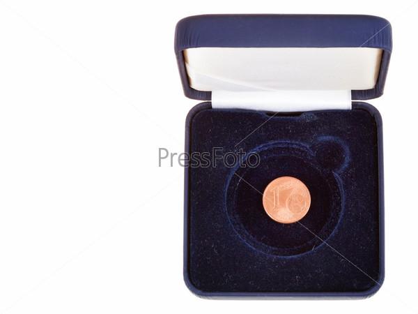 Фотография на тему Евроцент в открытой черной коробке