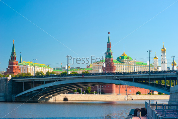 Фотография на тему Большой каменный мост, Водовзводная (Свибловой) башня, Кремлевский дворец и соборы, Москва