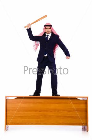 Арабский бизнесмен с бейсбольной битой