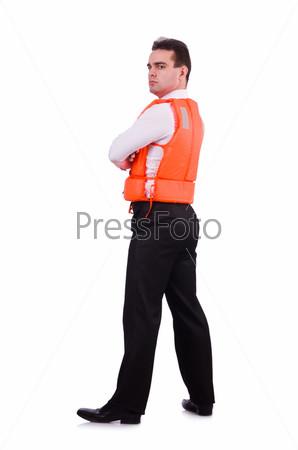 Бизнесмен с спасательном жилете на белом фоне