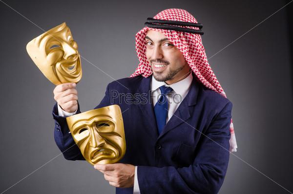 Фотография на тему Араб с масками в студии