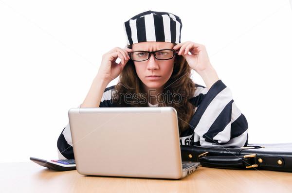 Хакер с ноутбуком на белом