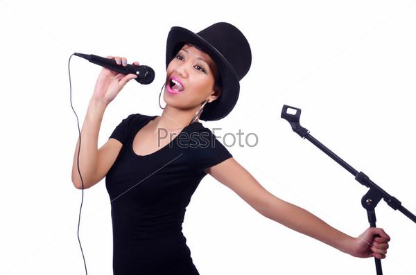 Афро-американская певица, изолированная на белом