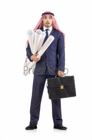 Арабский инженер с чертежами на белом