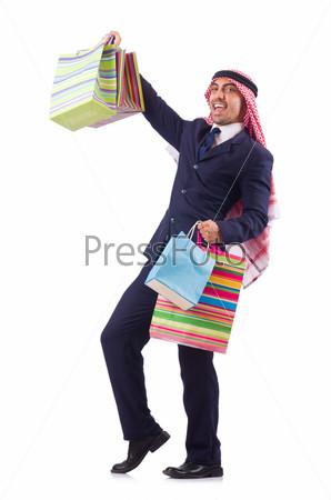 Араб с покупками или подарками на белом фоне