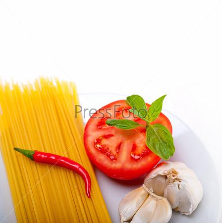 Фотография на тему Ингредиенты для итальянских спагетти