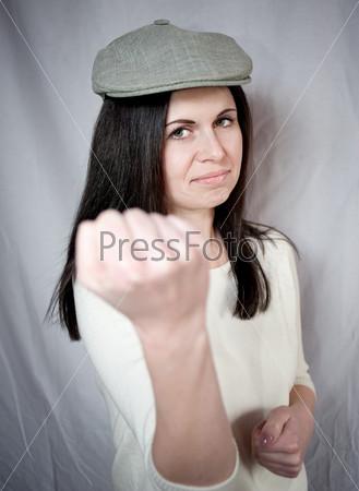 Фотография на тему Сердитая красивая женщина