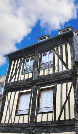 Фотография на тему Французский деревянный дом в традиционном стиле