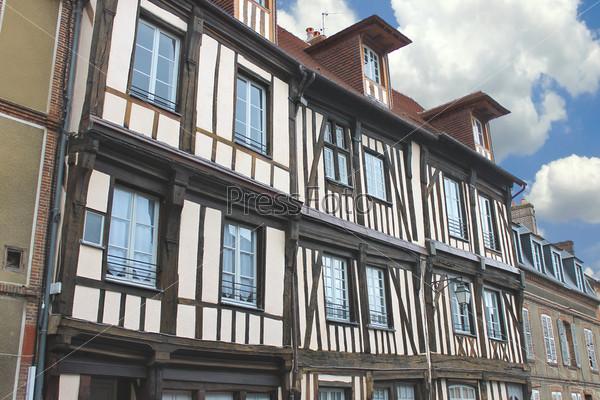 Французский деревянный дом в традиционном стиле