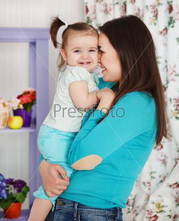Фотография на тему Счастливая мать с годовалой дочерью