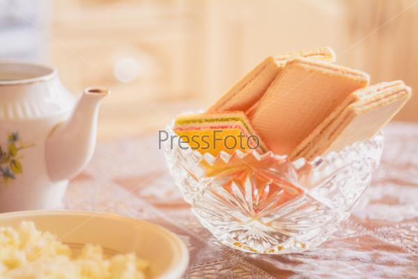 Вафли на столе
