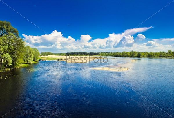Фотография на тему Остров на голубом холодном озере