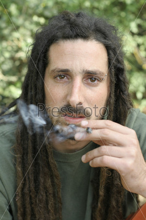 Фотография на тему Хиппи курит марихуану