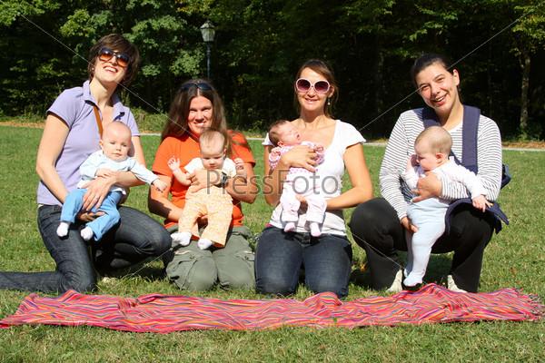Фотография на тему Матери и дети