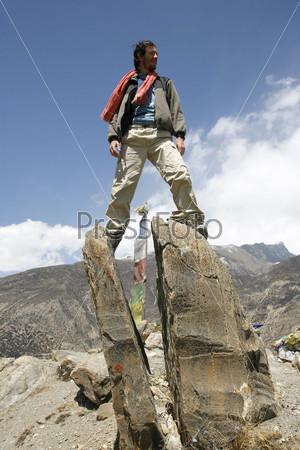 Человек на скале