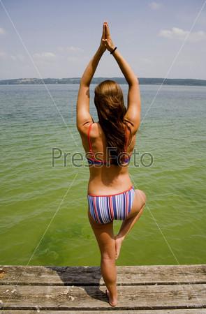 Йога на озере