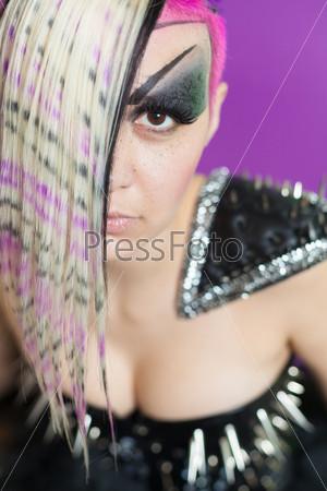 Фотография на тему Женщина с цветными волосами