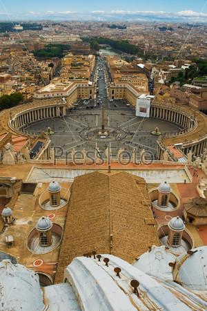 Площадь Святого Петра - вид на Рим, Италия в солнечный день