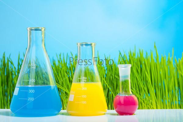 Яркие лабораторные колбы