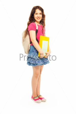 Красивая девочка держит книги
