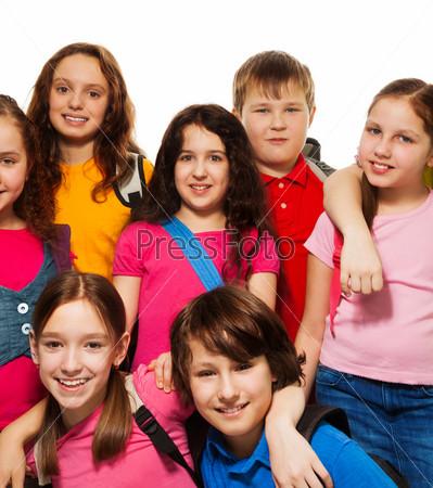 Счастливые дети из школы