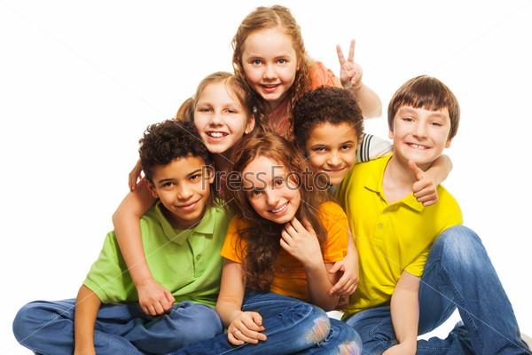 Группа счастливых детей