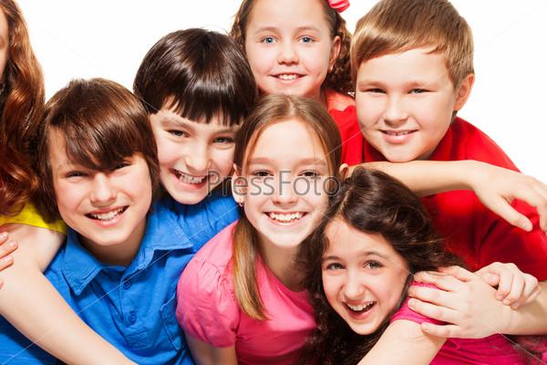 Счастливые дети крупным планом