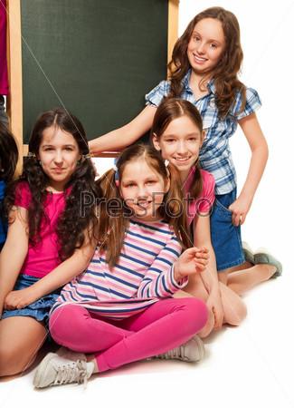Четыре школьницы и классная доска