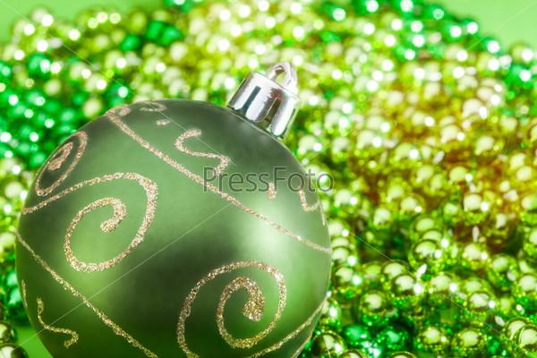 Зеленый рождественский шарик