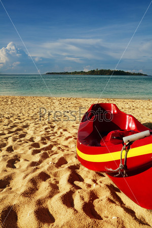 Каяк на песчаном пляже