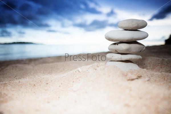 Груда камней на берегу моря