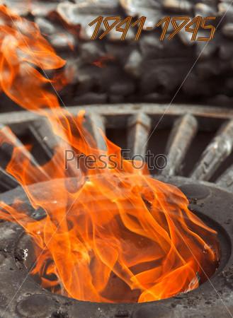 Вечный огонь, зажженный в честь победы во второй мировой войне
