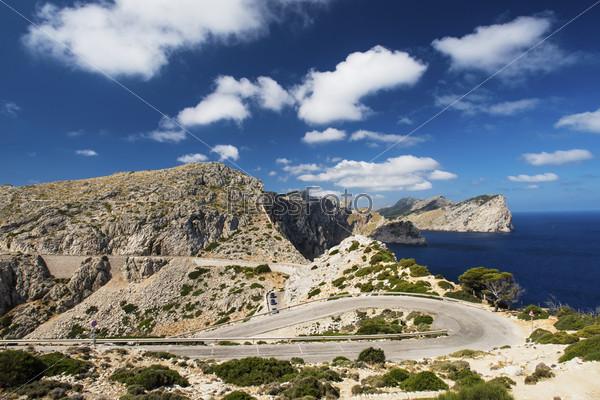 Извилистая дорога в горы, Майорка, Испания