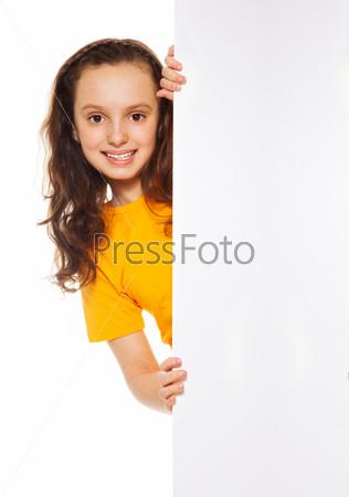 Девочка с пустым баннером
