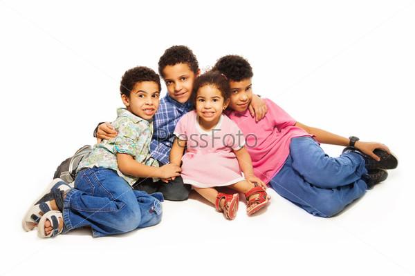 Фотография на тему Счастливые братья с маленькой сестрой