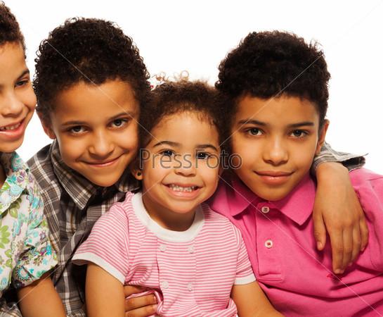Фотография на тему Счастливые братья с маленькой сестрой  крупным планом