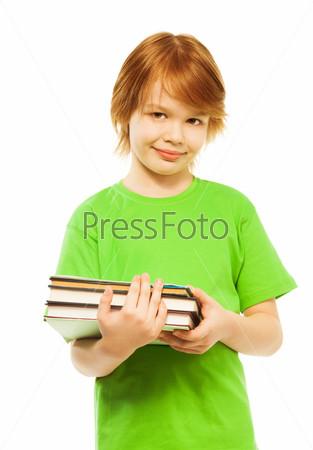 Умный мальчик с книгами