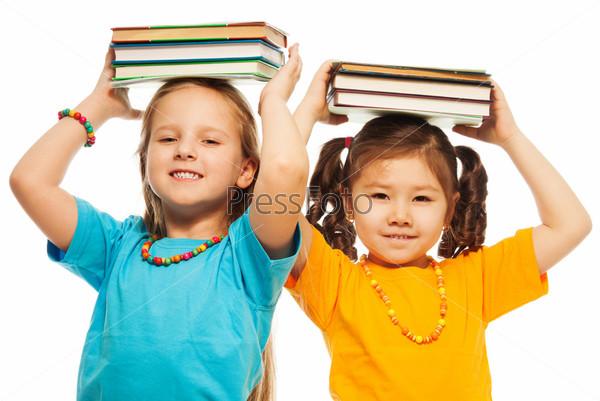 Две девочки с книгами