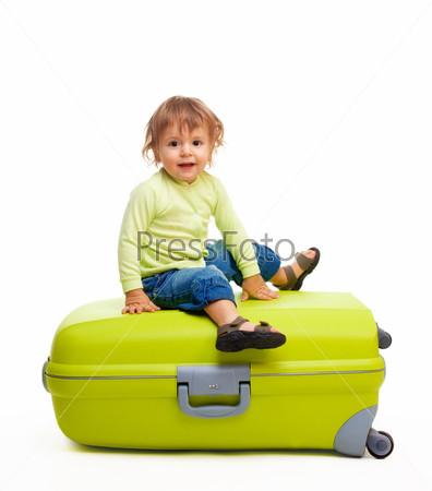 Счастливый малыш и багаж