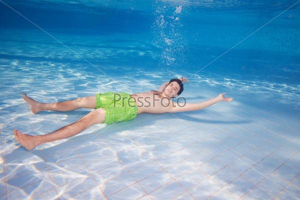 Фотография на тему Отдых на дне бассейна