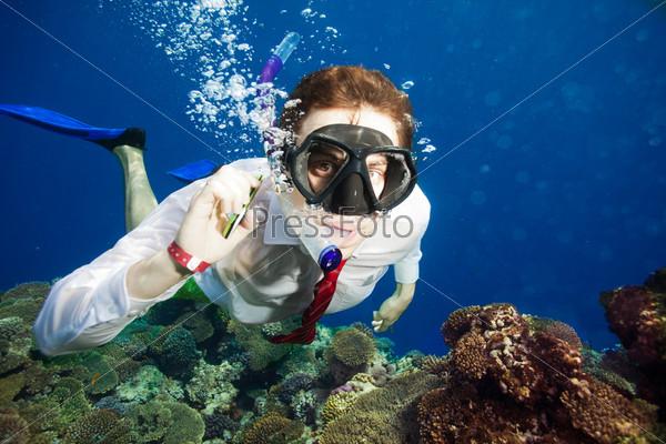 Фотография на тему Доступен для звонка везде - даже под водой