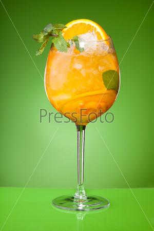 Освежающий летний апельсиновый напиток