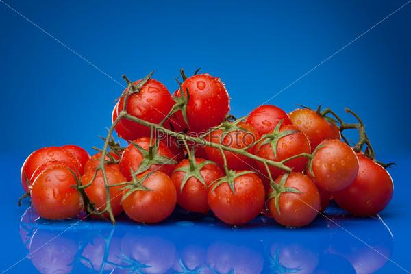 Куча помидоров черри
