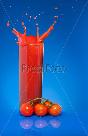 Фотография на тему Томатный сок в бокале