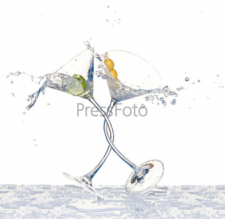 Фотография на тему Танцующие бокалы с мартини