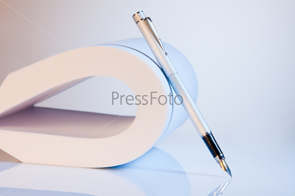 Согнутые листы бумаги